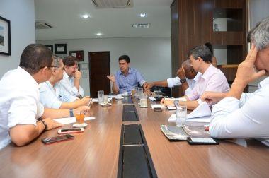 Emanuel Pinheiro determina plano de operação para limpar e conservar terrenos baldios