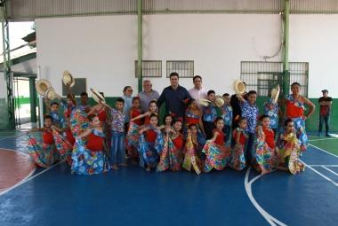 Emanuel Pinheiro entrega primeiro sistema de captação de energia solar numa escola da rede municipal