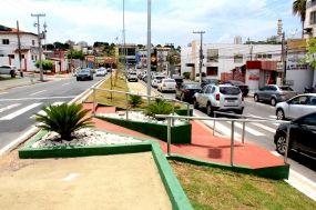 Ao longo de toda sua extensão, a avenida recebeu diversos serviços, que asseguram a melhoria estrutura e visual do local