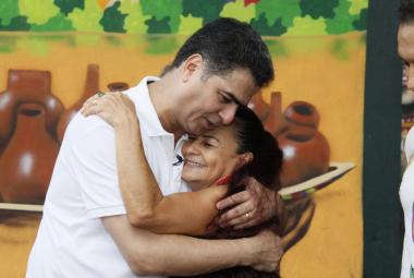 Prefeito parabeniza Dona Domingas por alta honraria recebida  da UFMT