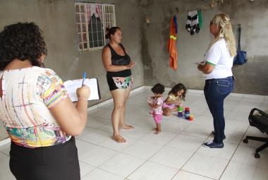 Consultora da Unesco do Programa Criança Feliz esteve em Cuiabá para visita técnica
