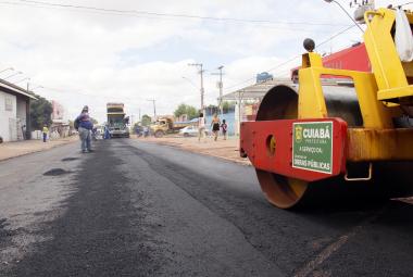 Prefeito lança obra de ampliação de drenagem e recapeamento no Jardim Industriário