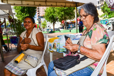 Artesanato na Praça fortalece rede de mulheres e garante geração de renda