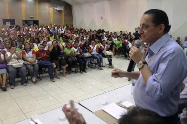 Prefeito Chico Galindo oficializa efetivação de agentes de saúde
