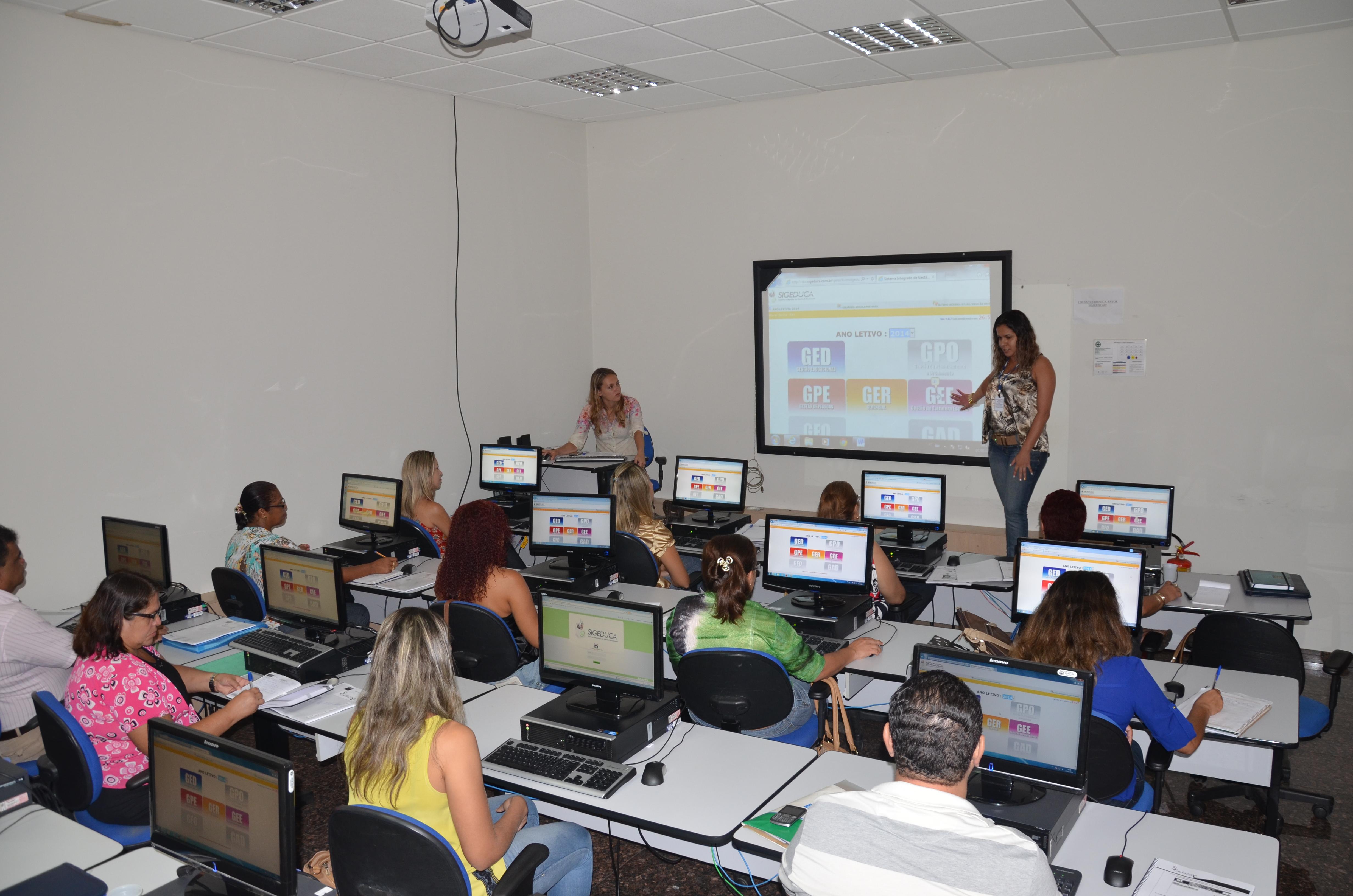 Secretários de escolas recebem treinamento para operar sistema SigEduca