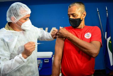 Profissionais das forças de segurança começaram a ser imunizados